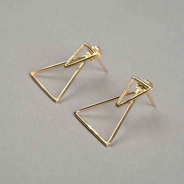 Broquel Triángulo - aretes de plata 925 con baño de oro de 18k